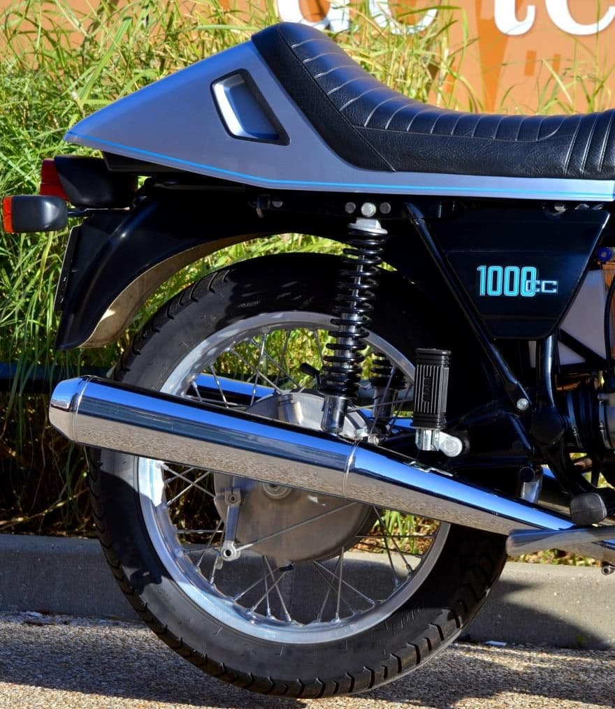 R100RS-009