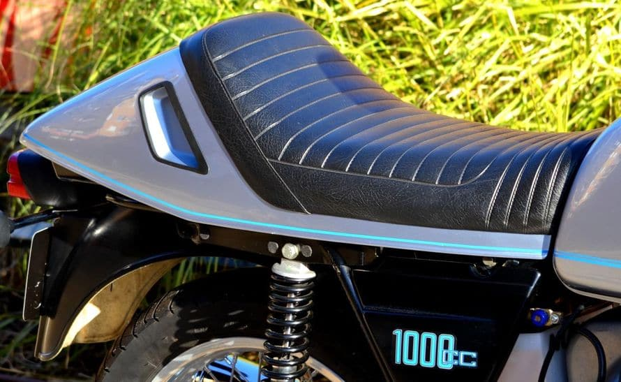 R100RS-010