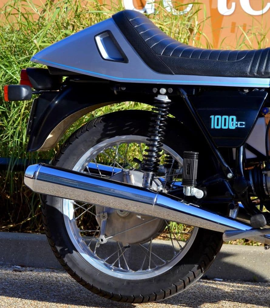 R100RS-018