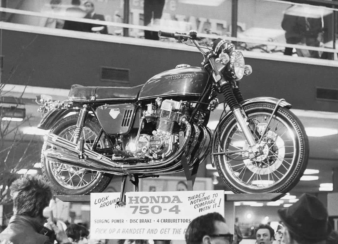 Honda_CB_750_Sandcast_Ven-000